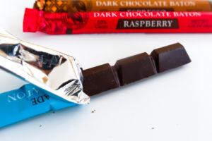 トレーダージョーズ お土産 ばらまき チョコレートバトンズ